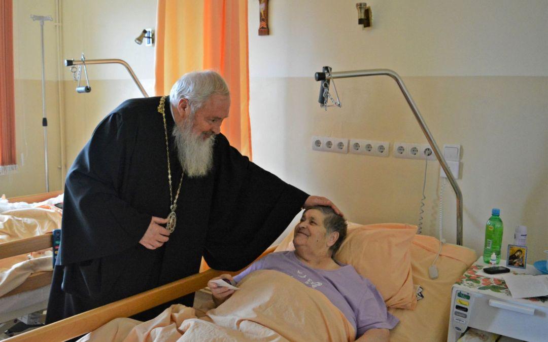 În Vinerea Mare, Înaltpreasfințitul Părinte Andrei i-a vizitat pe beneficiarii a două instituții medicale clujene